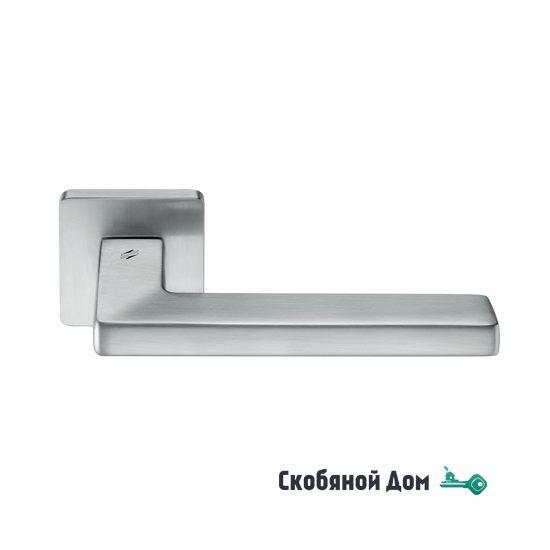 Дверная ручка на квадратном основании COLOMBO Esprit BT 11 RSB матовый хром